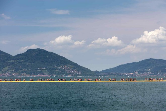 06-floating-piers-christo