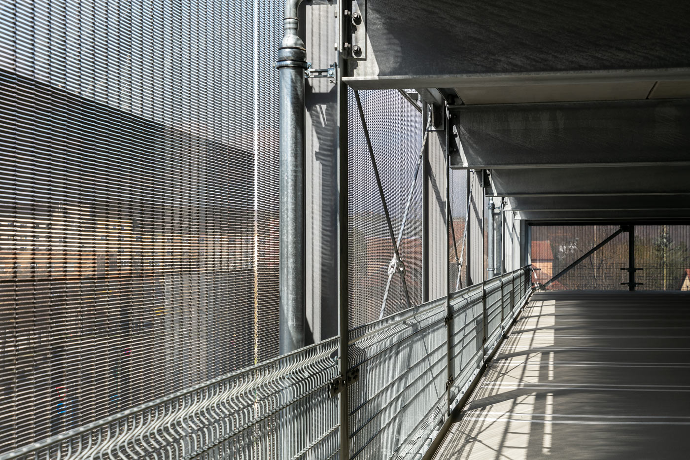Architekturgewebe als Fassade von einem Parkhaus